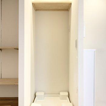 クローゼットのお隣には洗濯機置き場。
