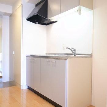 冷蔵庫を右手に置けます。(※写真は5階の同間取り別部屋のものです)