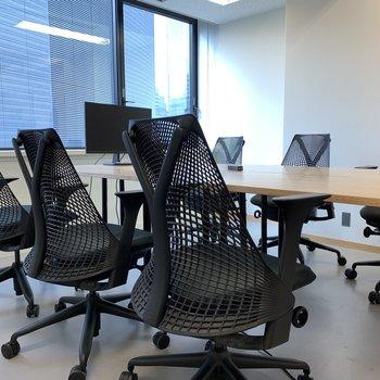 会議室:大きな開口で開放感◎