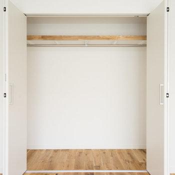 【イメージ】洋室には折れ戸タイプのクローゼット