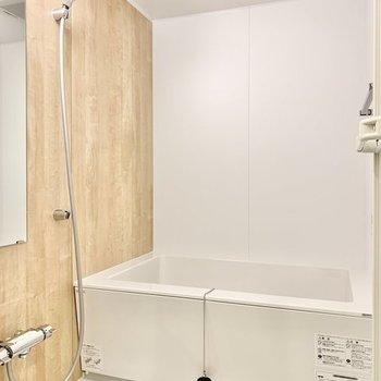 【イメージ】浴室はナチュラルな木目調