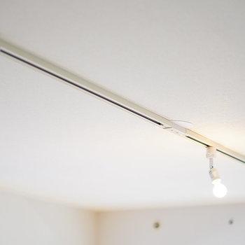 【イメージ】ライティングレールにはお好きな照明をご用意ください。