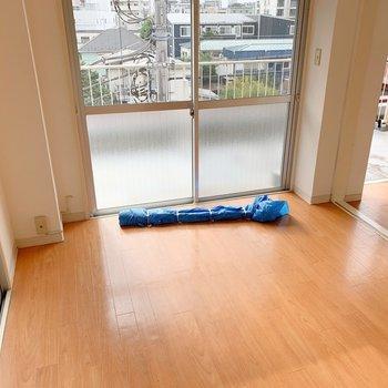 【工事前】明るいお部屋がきれいな無垢床へ生まれ変わりますよ〜