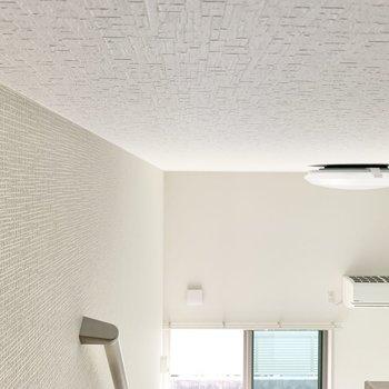 天井と壁のクロスが絶妙に違うのがオシャレ......。(エアコン付き)
