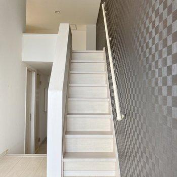 階段を登ってロフトへ行ってみましょう。