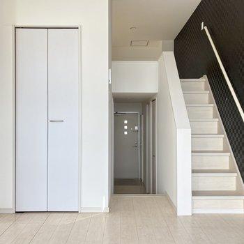 階段で生活空間が仕切られているのがいいなあ。