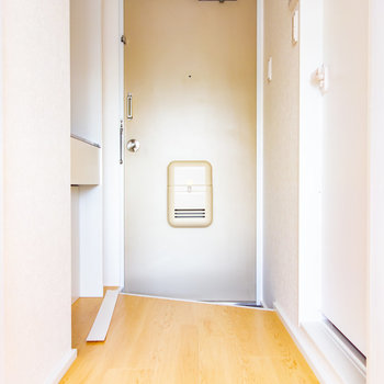 玄関には靴箱ありません。※写真は3階の同間取り別部屋のものです