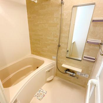 ちょっぴり高級感のあるバスルームは追い焚き・浴室乾燥機付き◎