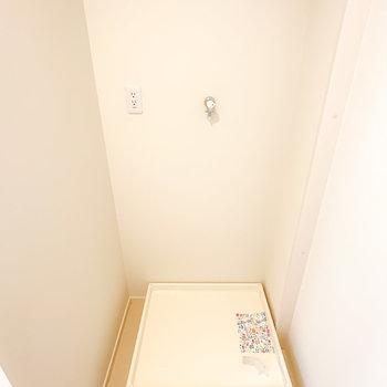 入って右手には洗濯機置場。