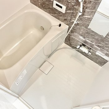 お風呂は追い焚き&浴室乾燥機付き!