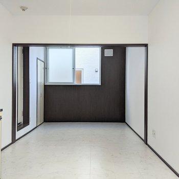 扉なし、垂れ壁でゆるやかにお部屋が別れています。