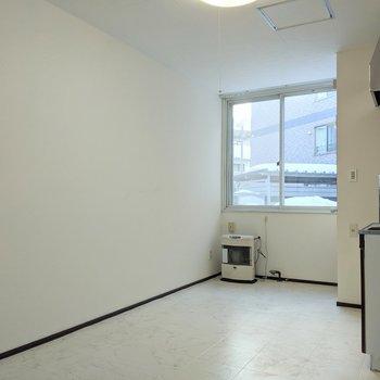 白基調の空間です。色付きの家具も似合いそうです。