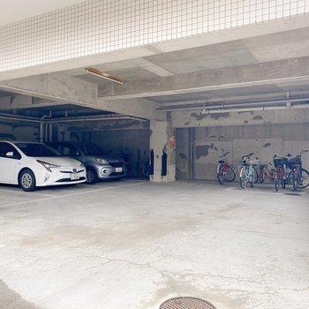 屋根付きの駐車場、駐輪場が嬉しい◯