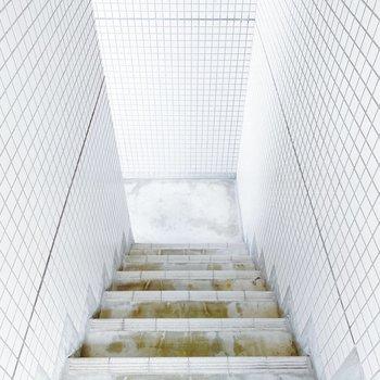 お部屋までは階段!軽いストレッチになりそう。