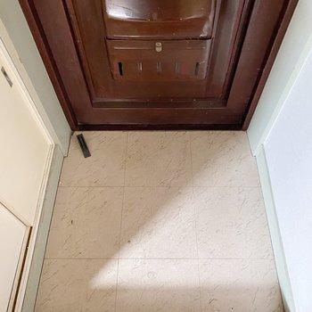 玄関は1人なら十分なサイズ感。
