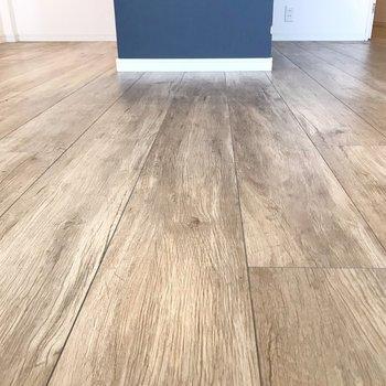 床は木目柄なので、ナチュラルな家具が合いそう。(※写真は3階の同間取り別部屋のものです)