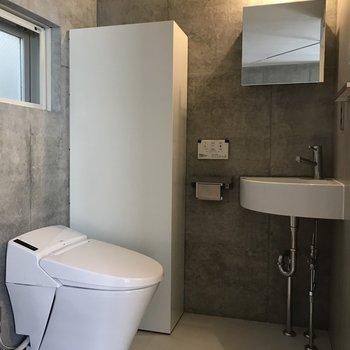 温水洗浄付きのトイレと独立洗面台、暮らしやすさも詰まっています。