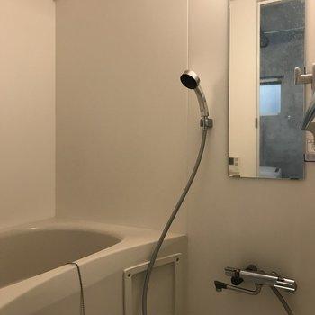 お風呂は浴室乾燥機と追焚機能付きです。