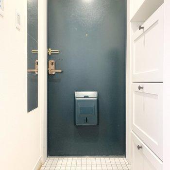 玄関には、全身鏡が付いています。お出かけ前に身だしなみをチェック!