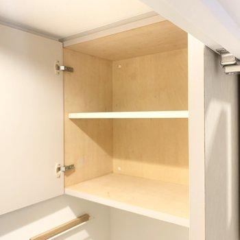 トイレの上部には収納があり、すっきりと使えそうです。