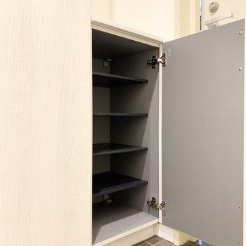 シューズボックスの上には写真や鍵を置けます。