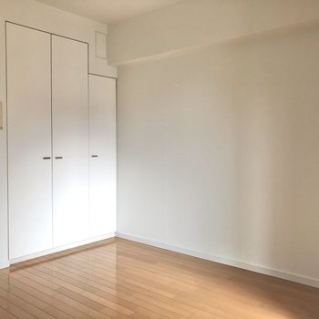 南東向きの窓があるので、お部屋には日の光が気持ちよく入ってきます。