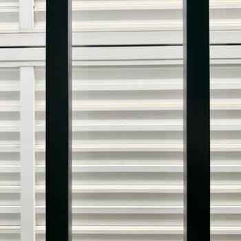 もう一つの窓も鉄柵付きで安心です。