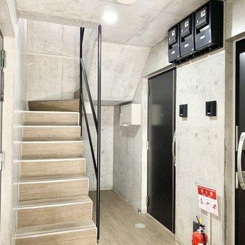 オートロックエントランスを入ってすぐ、おでかけしやすい1階のお部屋です。