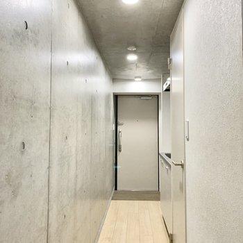 廊下がオシャレな空間。