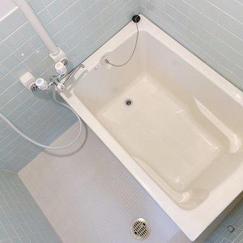 お風呂場はライトグリーンの可愛らしいタイルの壁!爽やかですね。