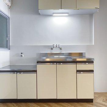キッチンは上下に収納たっぷり。こだわりの手料理をふるまえそう◯