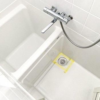 お風呂はコンパクトなサイズ感です。