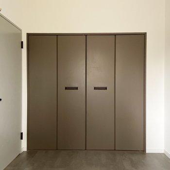 【モデルルーム画像】4.1帖寝室にはクローゼットがあります ※Bプラン
