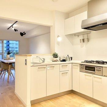 【モデルルーム画像】憧れのL字型対面キッチンもえらべるカスタマイズ賃貸!