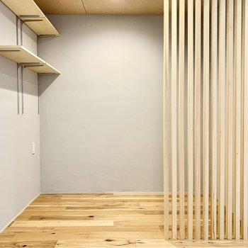こちらほっとできそうなスペース。※写真は4階の同間取り別部屋のものです