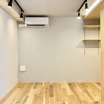淡いグレーのクロスが素敵ですね。※写真は4階の同間取り別部屋のものです