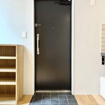 玄関のタイルがかわいいですね。※写真は4階の同間取り別部屋のものです