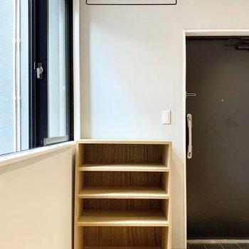 上着を吊るしておこうかなぁ。ドライフラワーもいいな。※写真は4階の同間取り別部屋のものです