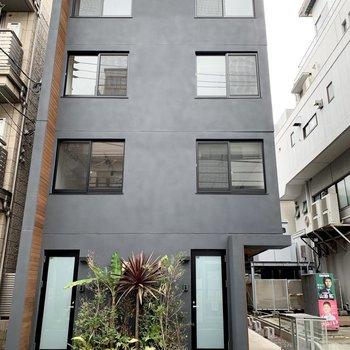 4階建て築浅マンションです。