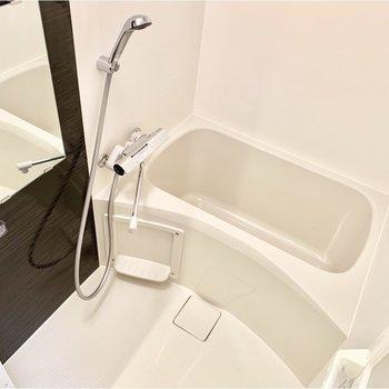 シャワースペースもゆったりめですよ。※写真は4階の同間取り別部屋のものです