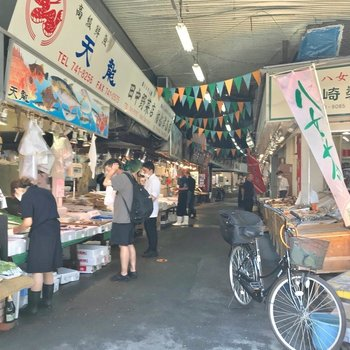 柳橋連合市場では新鮮なお魚を手に入れられます。