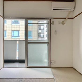 6畳の和室にエアコン付いています。