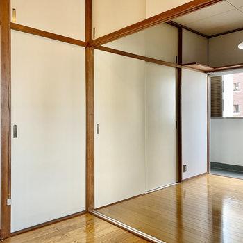 正面の引き戸は全て6帖の洋室へ。