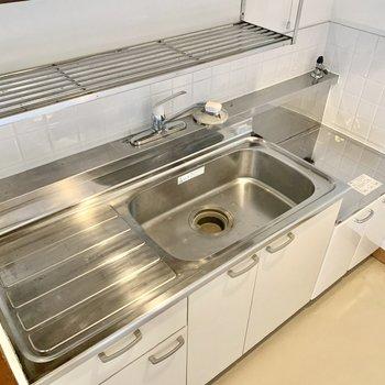 食器は洗ってそのまま上に置けます。