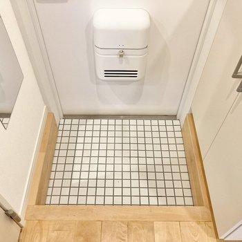 【イメージ】白いタイルがキュートな玄関。