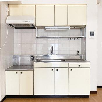 どことなく懐かしい見た目のキッチン。