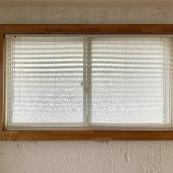 二重サッシ窓にはすべてブラインドカーテンもついています◎