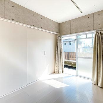 引き戸を閉めればしっかりとした個室に。寝室としても使えそう。