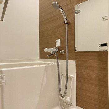 追焚・浴室乾燥機能付き。ゆったりと入浴できますね。