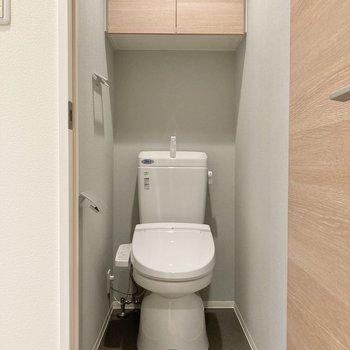トイレはもちろん個室。温水洗浄便座です。